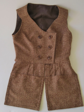 A wool-silk version of a waistcoat I made in linen in the summer.