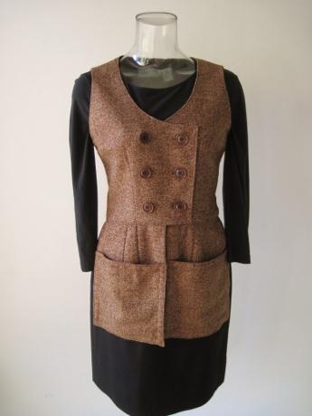 I love this waistcoat style.