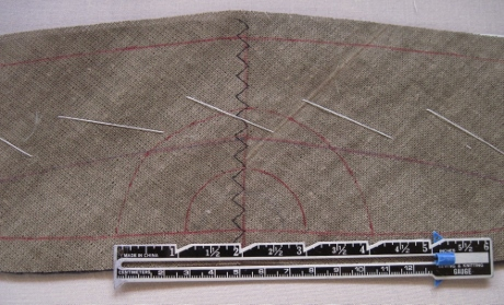 Guidelines of 2-inch and 4-inch semicircles for the pad stitching.