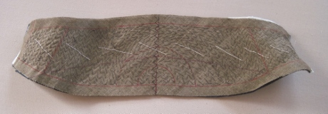 The pad stitched ends of the undercollar are curved.