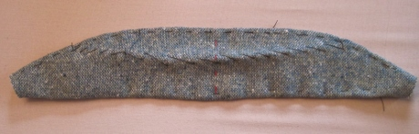 Now the upper collar is basted to the undercollar along the roll line and both long edges.