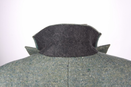 The felt undercollar, fell stitched to the jacket body, looks nice.